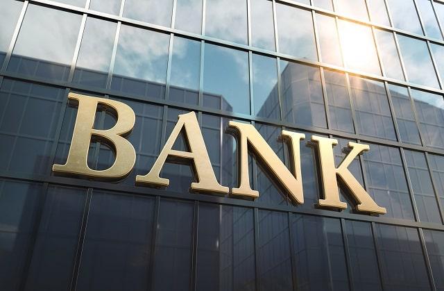 how do banks work earn money banking business model