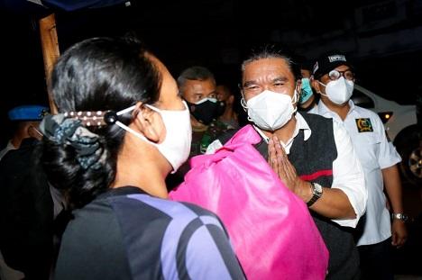 Forkopimda Provinsi Banten Lakukan Patroli Dan Bagikan 1.500 Paket Bansos