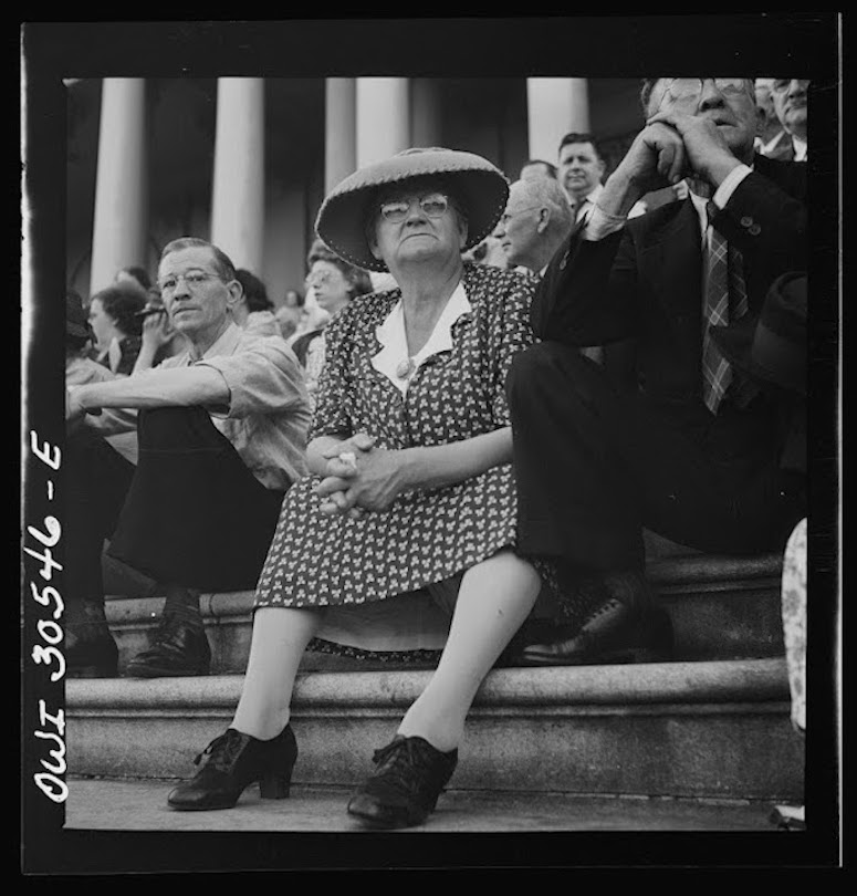 Spectators at the capitol during a free concert by the Army Band - photo by Esther Bubley on June 1943