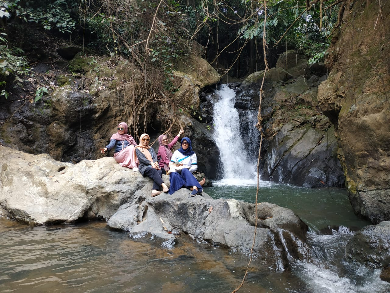 Luar Biasa Indahnya Objek Wisata Air Terjun Sumpang Puli Di Wajo