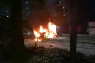 Kericuhan Meluas, Mobil di Polsek Tanah Abang Terbakar