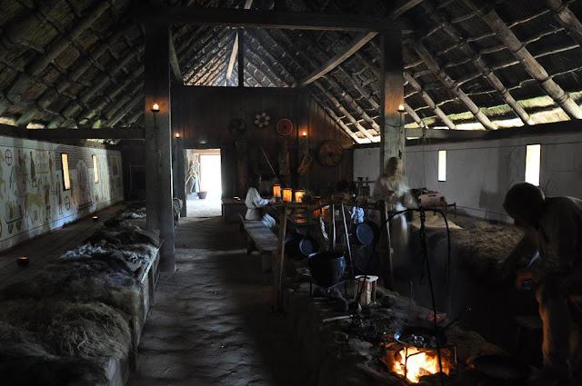 Ribe VikingeCenter - skansen archeologiczny w Ribe w Danii - długi dom