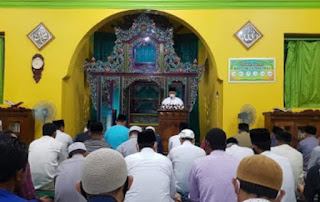 Bupati Lingga  Sampaikan Beberapa pesan Kepada jema'ah saat tarawih Perdana di mesjid Sultan Daik Lingga