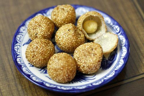 Bánh rán lúc lắc ở trong cửa hàng Gia Trịnh ngõ 17A Lý Nam Đế