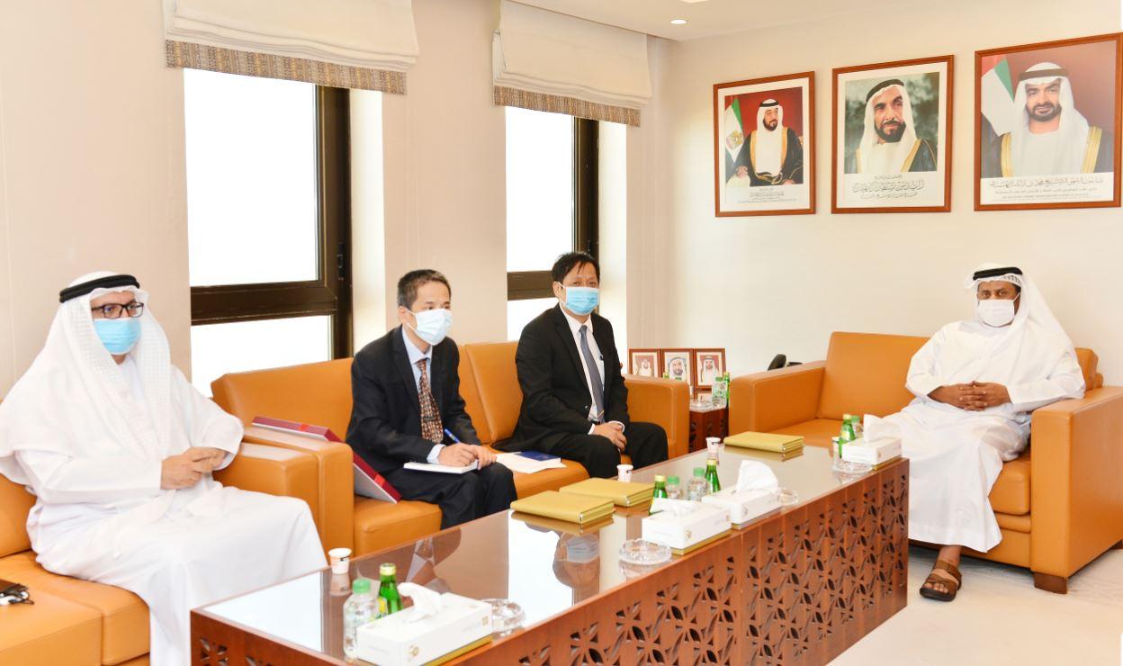 رئيس غرفة أبوظبي وسفير فيتنام يبحثان تعزيز مجالات التبادل التجاري المشترك