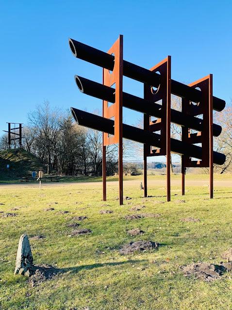 Skultur fra Store Roberts Jacobsen grusgrav ved Tørskind på Bronze-etapen af Landsbyvandreruten