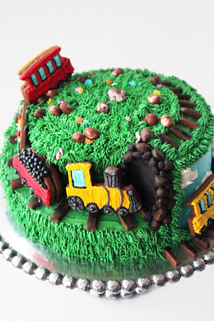 Worth Pinning Spiral Train Cake