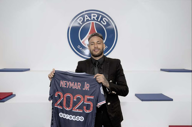 Neymar pictured after signing a contract extension at PSG
