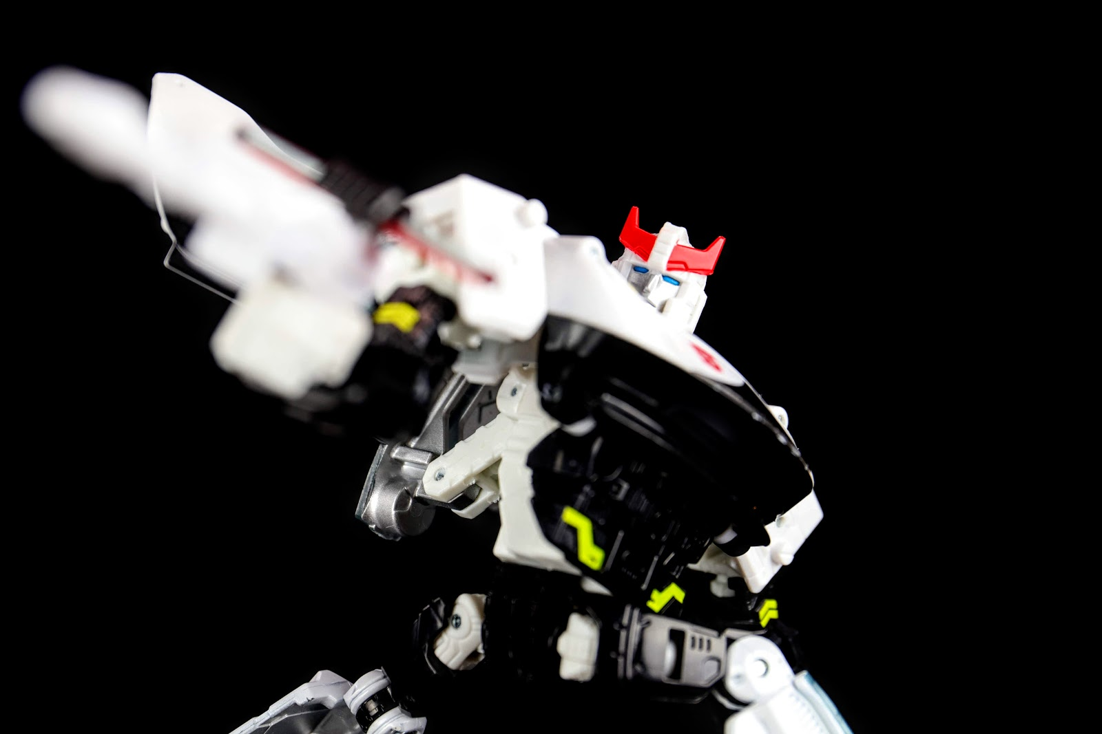War for Cybertron:Siege Deluxe Class Prowl