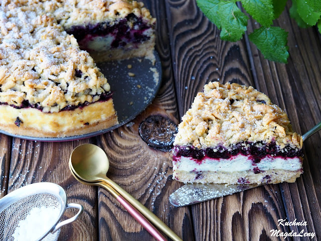 Ciasto z jagodami i pianką budyniową