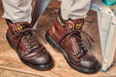 Merawat Sepatu Kerja dengan Bahan Sehari-hari