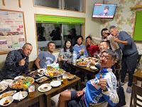 仲間と晩餐会