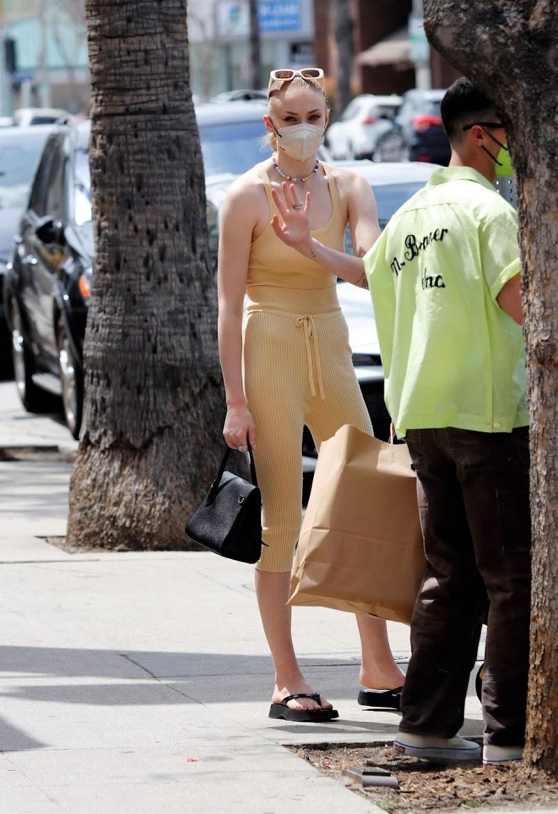 Sophie Turner andJoe Jonas Clicked Outside in Los Angeles 25 Apr-2021