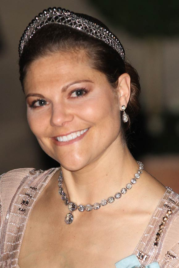 Swedish Crown Braid Tutorial: Marie Poutine's Jewels & Royals: The Crown Princess Of Sweden
