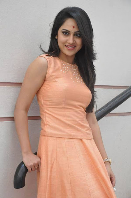 Tollywood Actress Mia George Latest Cute Photos Navel Queens