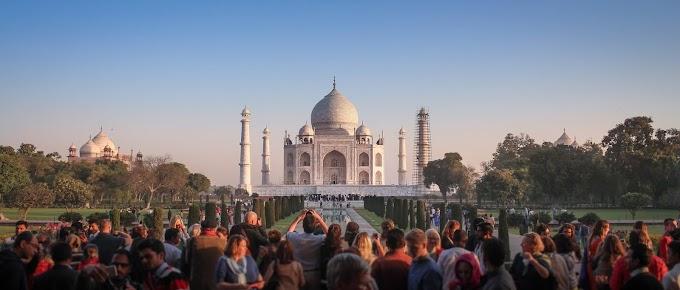 #ताजमहल भारत के ऐतिहासिक स्थलों में से एक यह है जो अजूबों में से एक है यह अजूबा