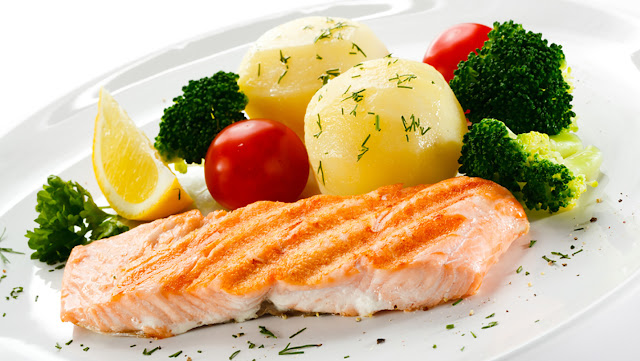 salmon with lemon and tomatos, Healthy food, healthy salmon