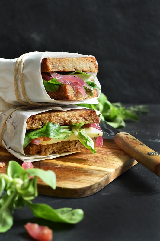Stulle mit Trauben-Zwiebel-Chutney