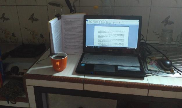 menulis di berbagai tempat