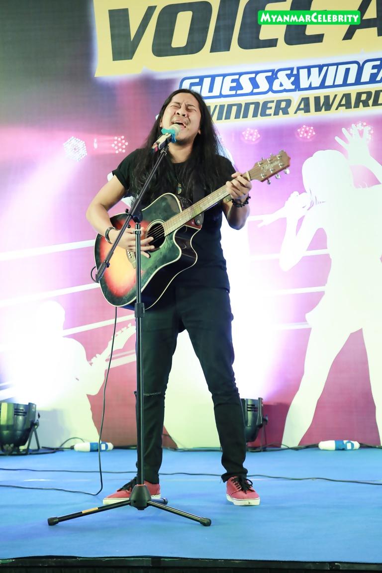 People S Favourite Voice Award ဆု ရ႐ွိခဲ့တဲ့ David Htoo