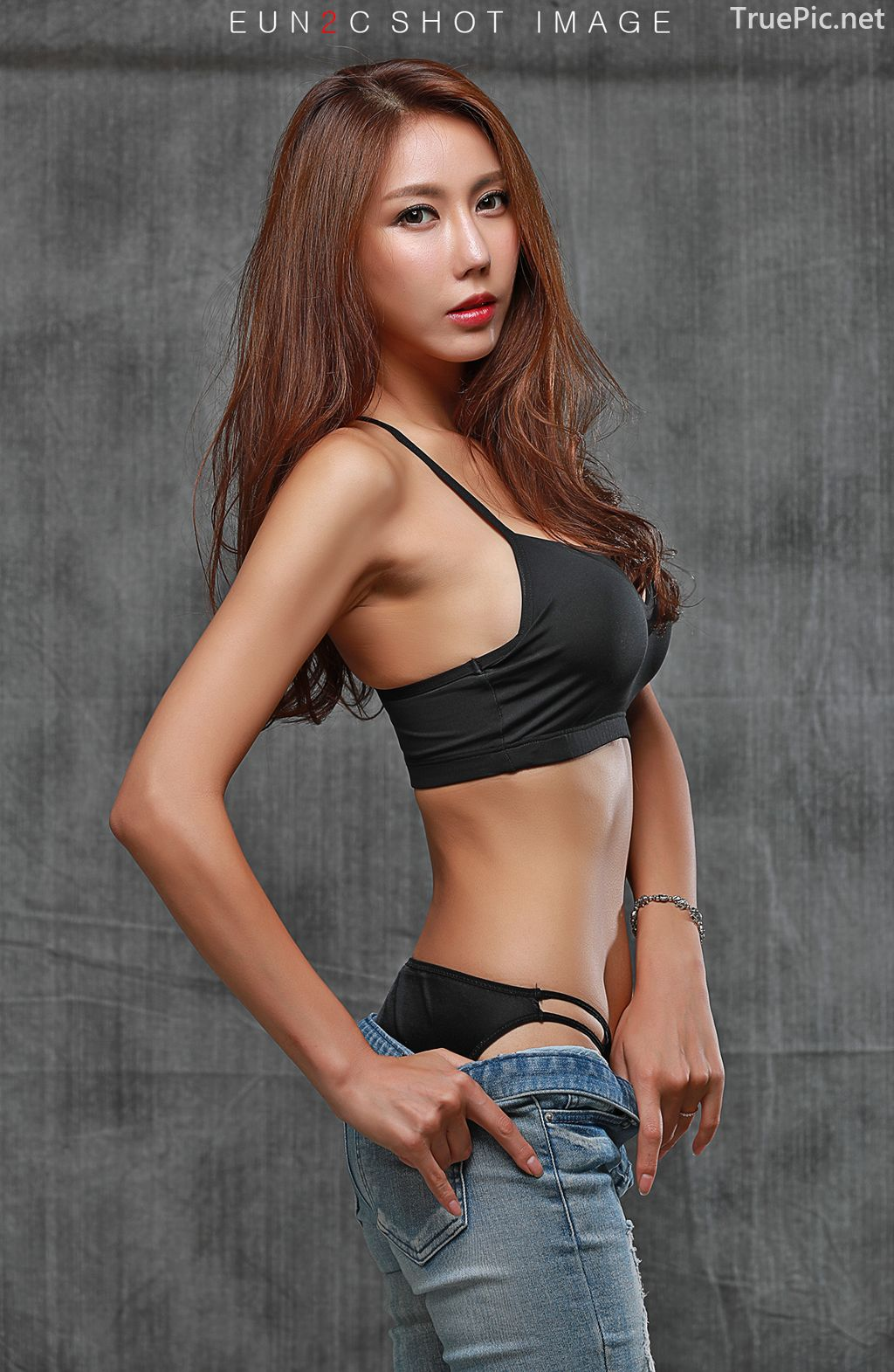 Image-Korean-model-Choi-Ye-Rok-Back-Lingerie-and-Jean-TruePic.net- Picture-8
