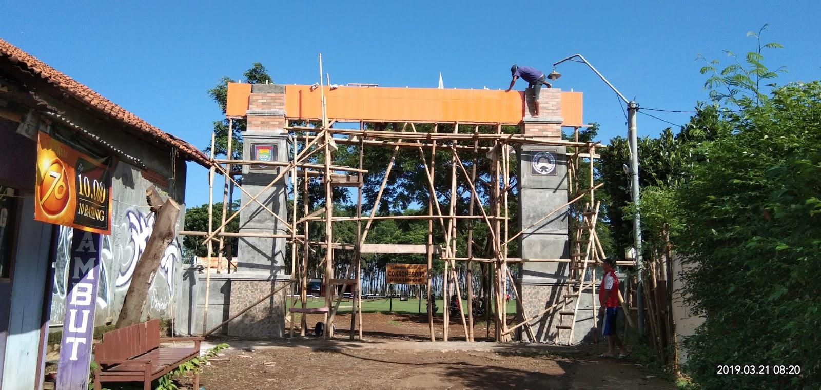 Perkembangan Pembangunan Gapura Lapangan Cokronegoro Limpung
