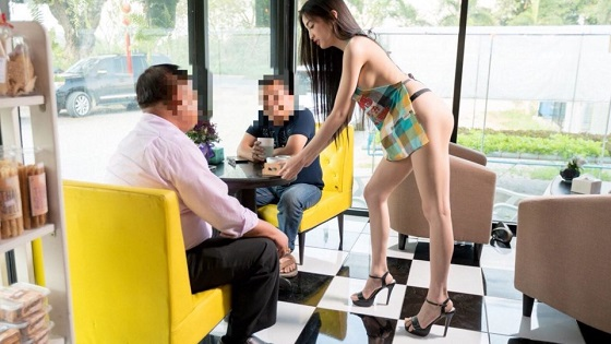 Viral Iklan Gerai Kopi Atau Coffee Shop Dengan Model Bugil Bikin Heboh