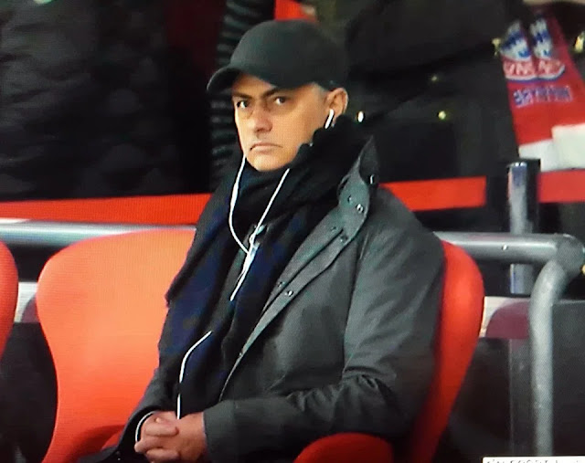 Tottenham nghỉ đông, Mourinho âm thầm sang Đức