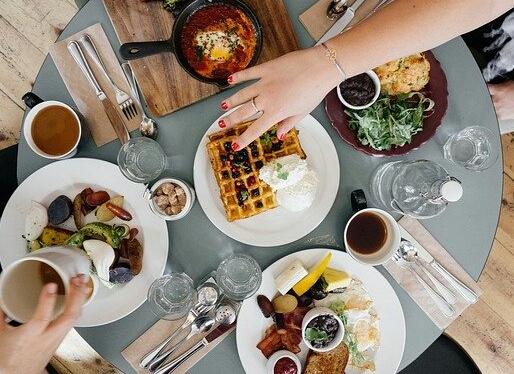 Pola makan yang kurang baik saat puasa bisa menimbulkan 4 penyakit ini