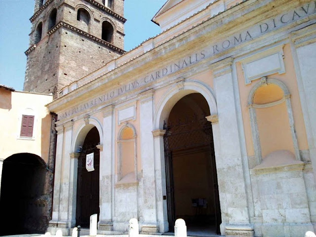 Entrada da Catedral de Tivoli