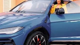 رجل أعمال يهدى سيارة لامبورجيني للإعلامية سمية الشيخ