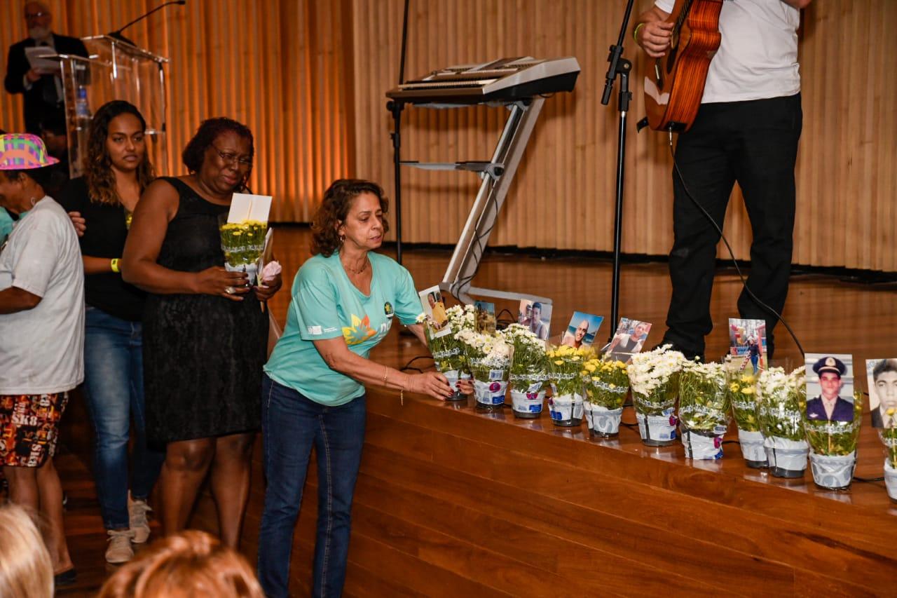 Detran realiza homenagem as vítimas do trânsito com cerimônia religiosa. -  Fique Bem Informado