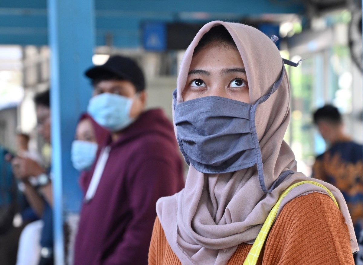 WHO Considers 'Airborne Precautions' For Medical Staff After Study Shows Coronavirus Can Survive In Air!