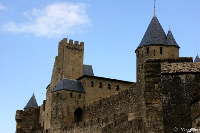 Mura fortificate che avvolgono la cittadella