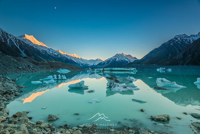 reflections tasman lake mount cook nz