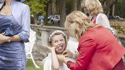 https://www.bbc.co.uk/news/av/world-us-canada-49134885/the-warts-and-all-wedding-photographer