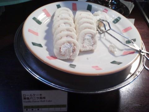 ビュッフェコーナー:ロールケーキ藻塩バニラ風味 ホテルエミシア札幌カフェ・ドム