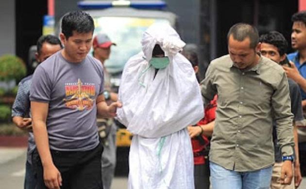 Polisi Tangkap 'Pocong' Mengaku Dibayar 20 Ribu