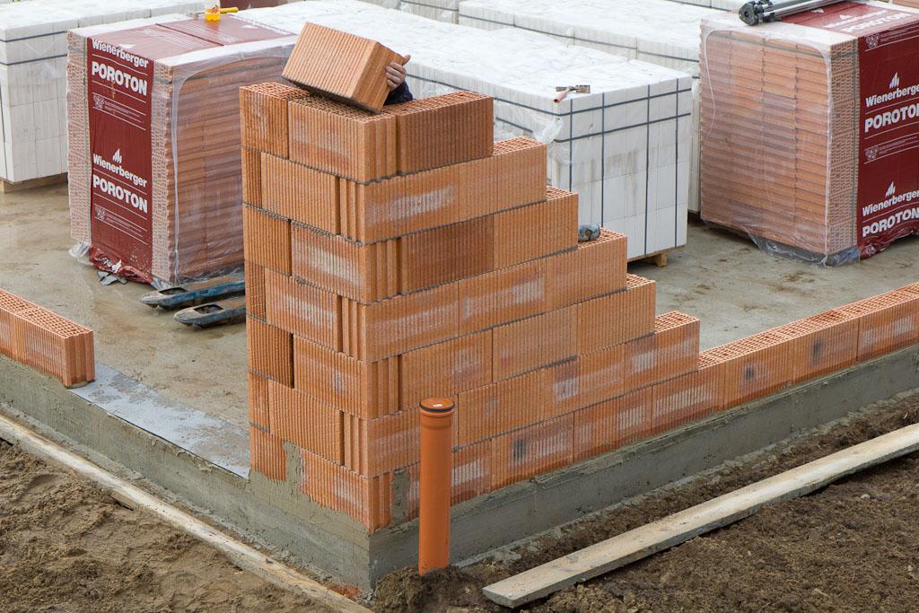 sandra und alexander bauen ein haus 21 tage es wird ein haus stein auf stein. Black Bedroom Furniture Sets. Home Design Ideas