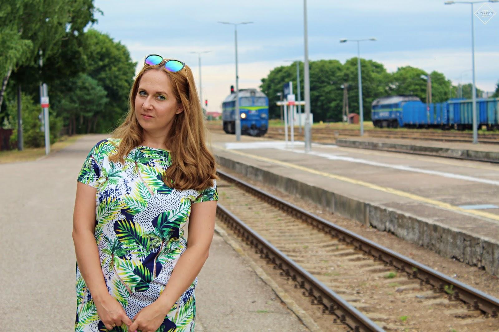Sukienka dresowa tuba LORETA ecru w kropki i palmy - Grandio.pl