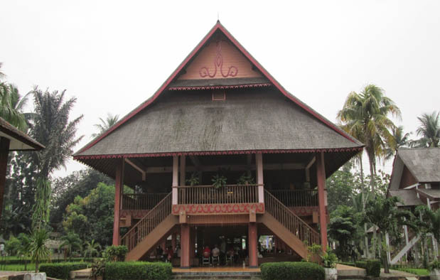 gambar rumah adat sulawesi tenggara 10 desain rumah adat