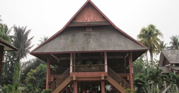 Rumah Adat Sulawesi Utara (Walewangko), Gambar, dan ...