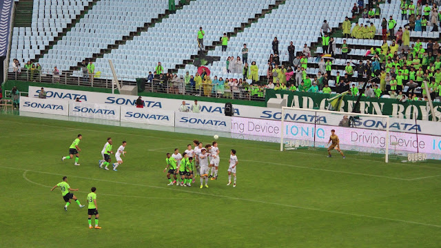 Leonardo's free kick took a wicked deflection of the Seongnam wall (Photo Credit: Howard Cheng)