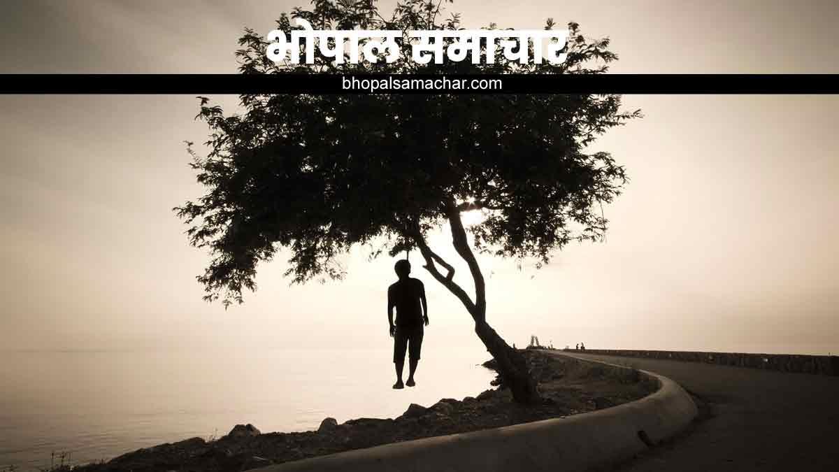 पेड़ पर लड़के का शव फांसी