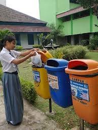 Biasakanlah Para Siswa Membuang Sampah Pada Tempatnya