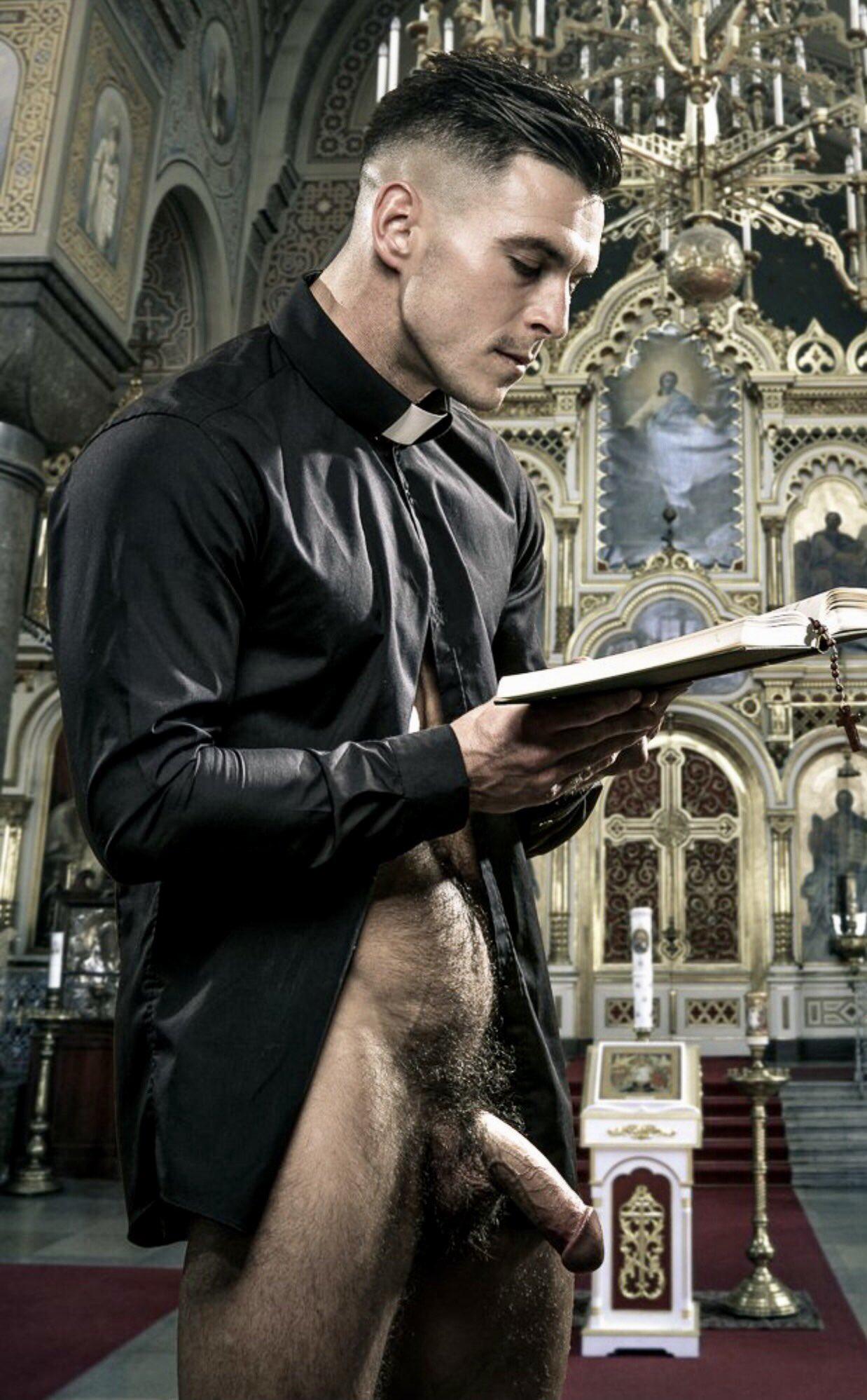 sacerdote desnudo