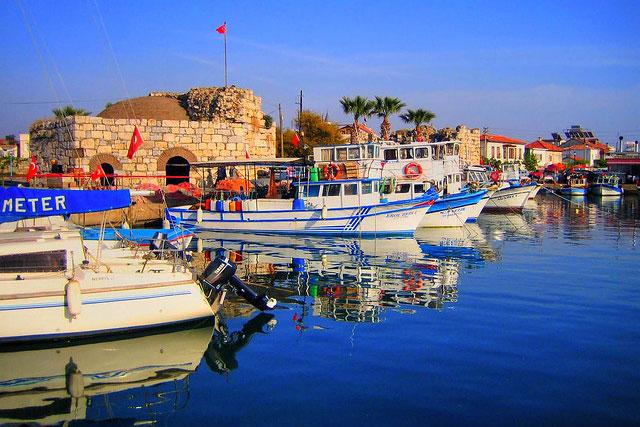 İzmir'in Seferihisar ilçesine bağlı Sığacık hafta sonu gezileri için ideal yerlerden