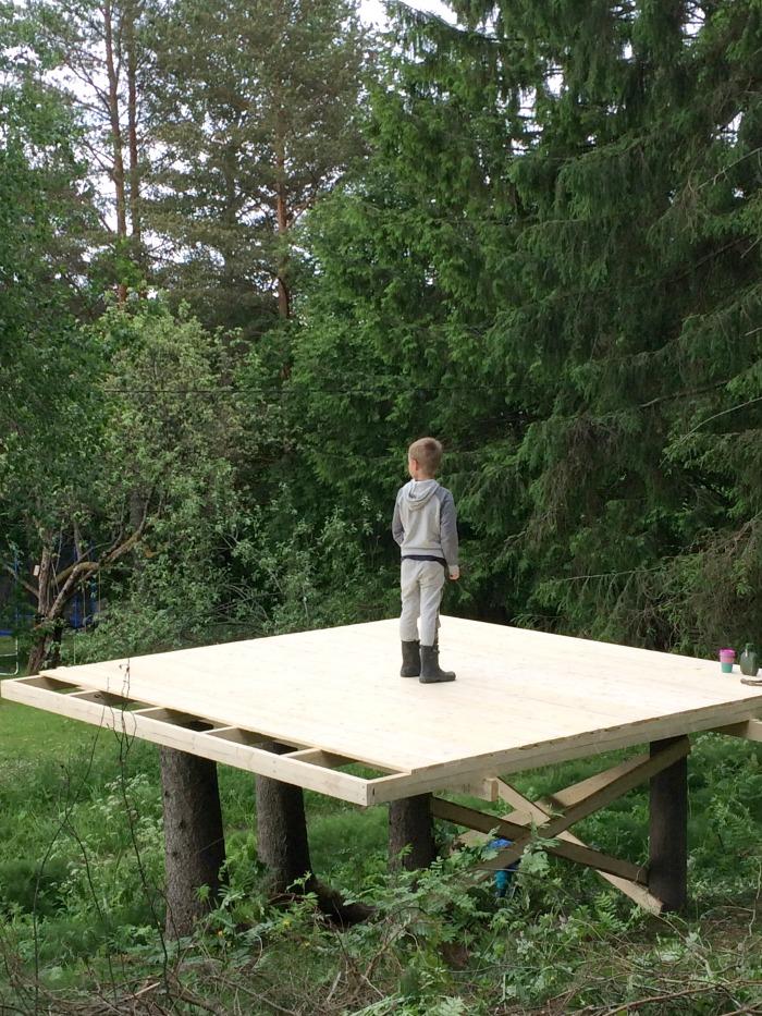 lattian rakennus puumajaan