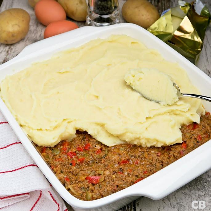 Jachtschotel van kruidig rundvlees met luchtige aardappelpuree