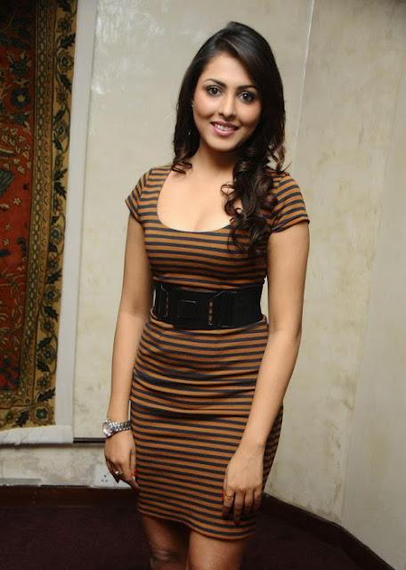 Tollywood Actress Madhu Shalini Latest Hot Pics Navel Queens